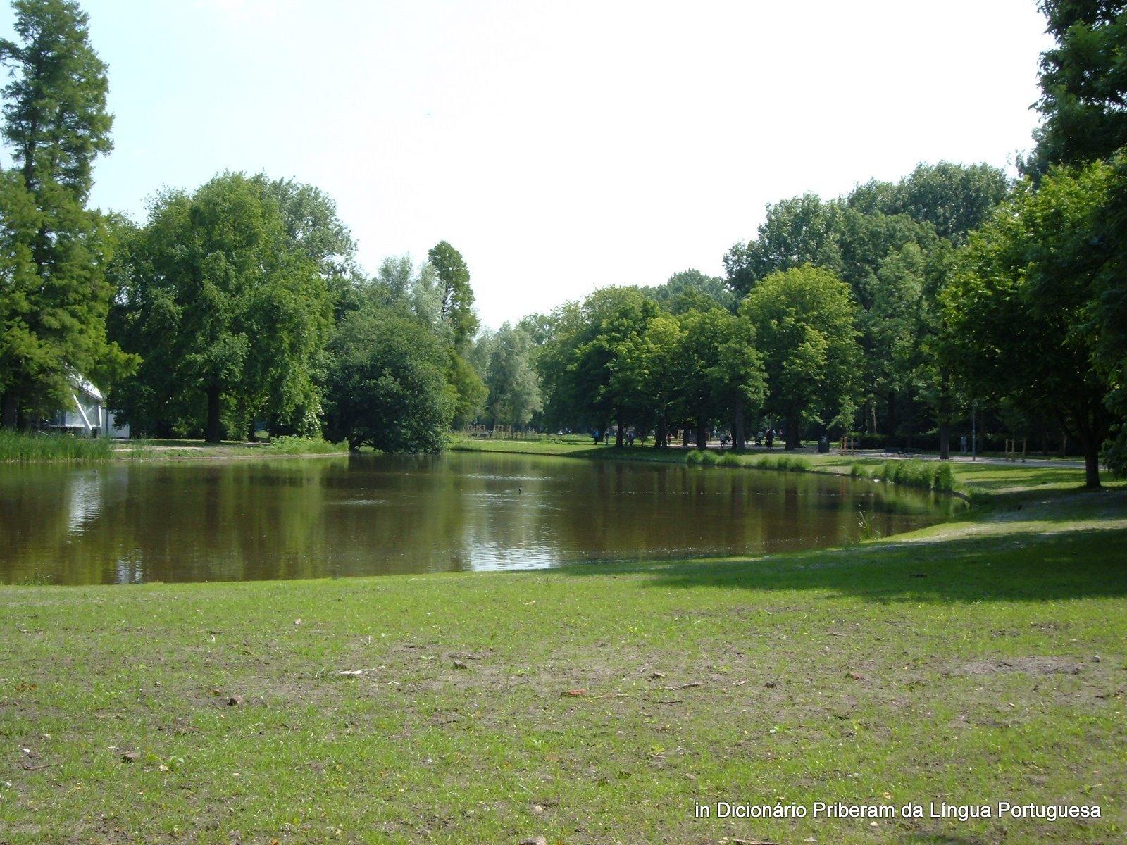 Significado defini o de lago no dicion rio priberam da - Lago lungo bagno di romagna ...
